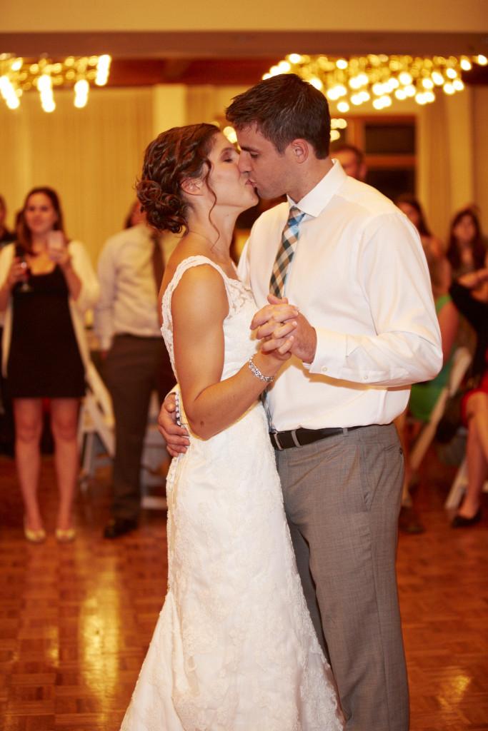 A Kiss on the Dancefloor!